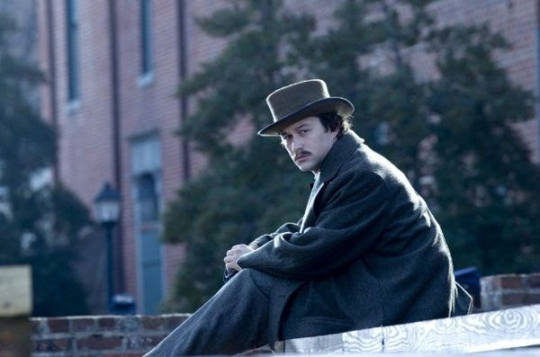 Robert Lincoln (Joseph Gordon-Levitt), the president's son, wants to enlist in the U.S. Army during the Civil War in LINCOLN.