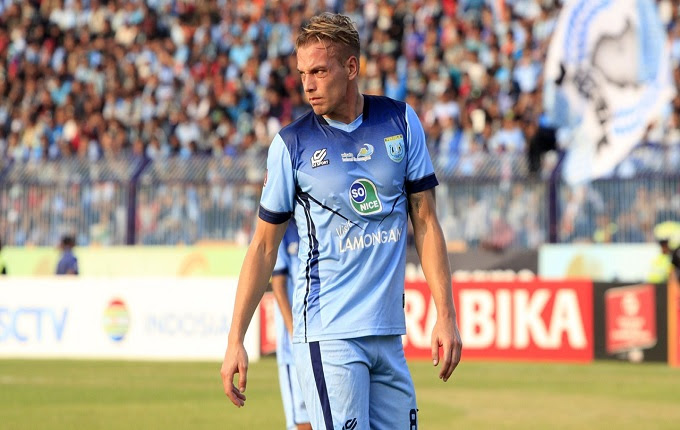Kristian Adelmund merupakan sosok yang pernah mencicipi keganasan Liga Indonesia Ketika Borok Sepak Bola Tanah Air Terungkap Oleh Pemain Belanda Yang Pernah Hijrah Ke Indonesia