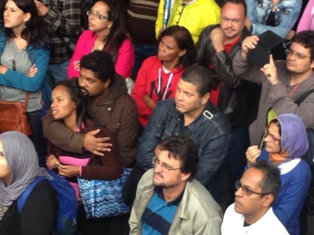 Casal acompanha protesto de professores na Avenida Paulista (Foto: Glauco Araújo/G1)
