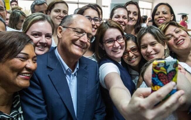 Resultado de imagem para selfie com alckmin