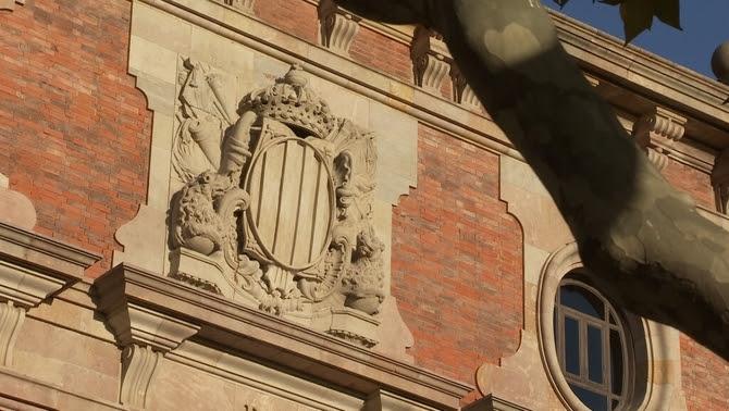 Escut de la Generalitat a la façana del Parlament