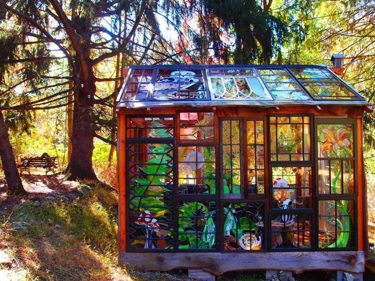 Uma cabana de vidro no meio da floresta 01