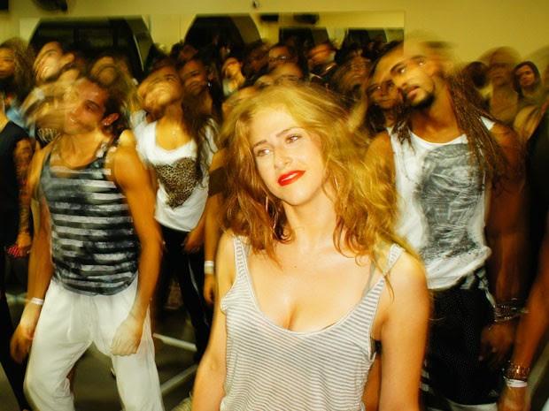 Dançarina da Beyoncé faz fãs dançarem emworkshop realizado antes da apresentação no Rock in Rio (Foto: Glauco Araújo/G1)