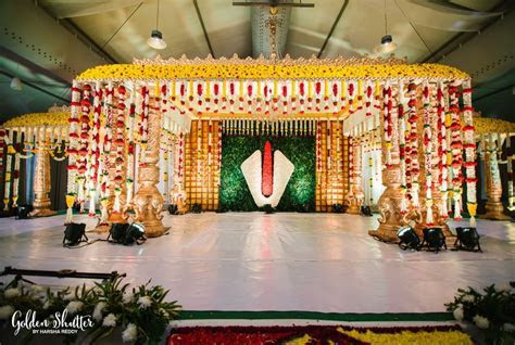 How is the Indian traditional wedding decoration done?