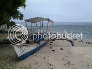 Barefoot White Beach: The Beachfront