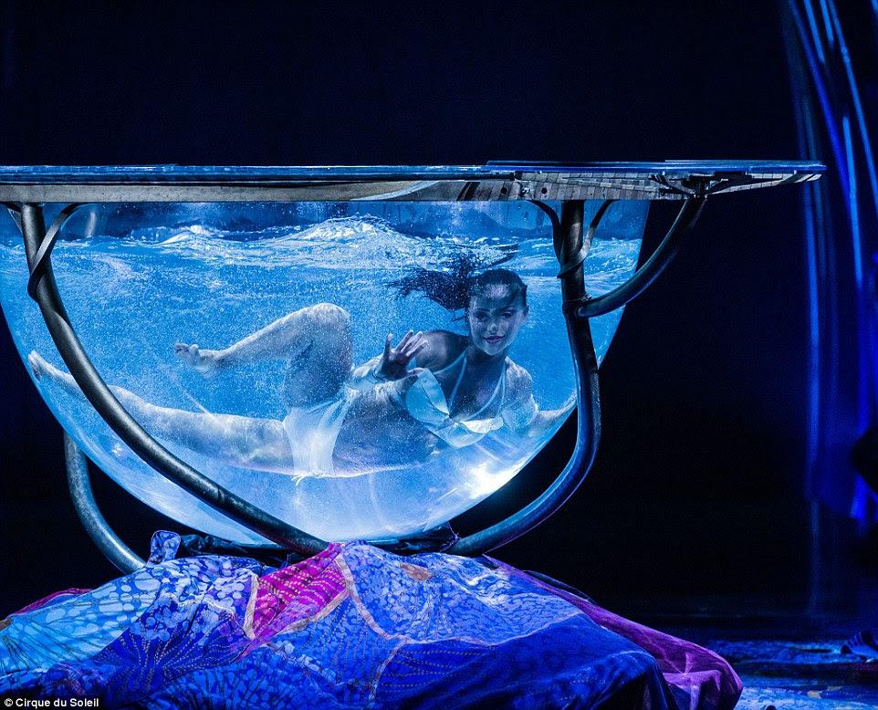 As façanhas do temerário fez Cirque du Soleil a produção internacional mais antigo no Royal Albert Hall, ea segunda mais longa global, depois dos Proms, que começaram em 1895