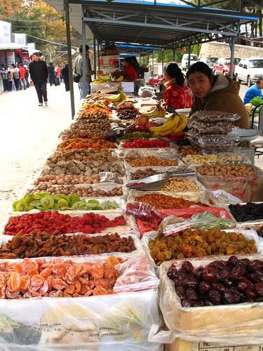 market at the Great Wall of China