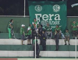 Torcida do Alecrim exibe faixa de protesto em jogo do Campeonato Potiguar (Foto: Gabriel Peres/Divulgação)