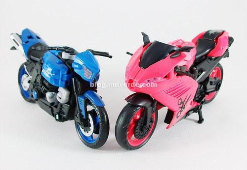 Transformers Arcee RotF Deluxe vs Chromia - modo alterno
