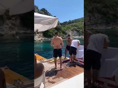 Μαγεύει με την μπάλα πάνω σε σκάφος ο Ιβάν Σαββίδης (vids)