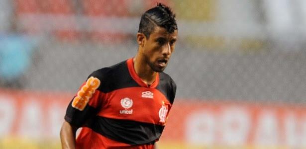 http://e.imguol.com/esporte/2012/02/09/leo-moura-tenta-jogada-observado-por-marcador-do-madureira-durante-partida-no-campeonato-carioca-1328829157373_615x300.jpg