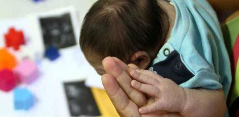 Bebês com microcefalia têm apresentado disfagia (dificuldade de deglutição com risco de broncoaspiração), o que aumenta chance de desenvolvimento de infecção da via aérea superior e, assim, evoluir para a pneumonia / Diego Nigro/JC Imagem