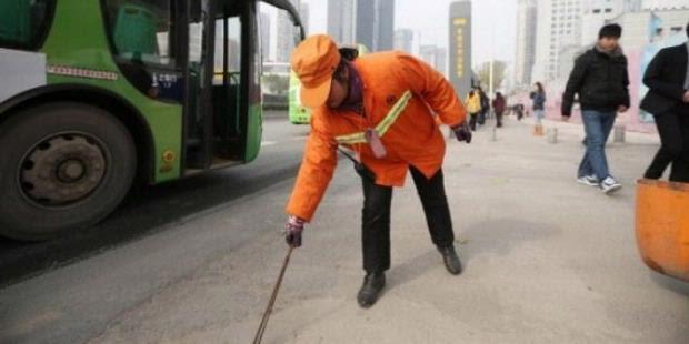 Yu Youzhen, Wanita Kaya Penyapu Jalan