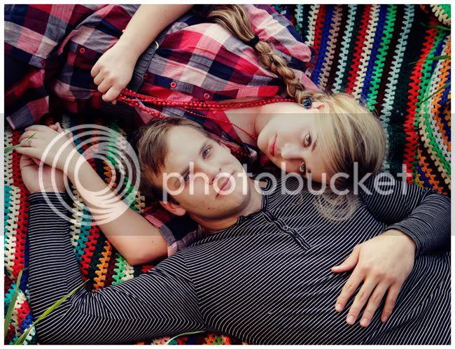http://i892.photobucket.com/albums/ac125/lovemademedoit/love%20makes%20me%20do%20it/Love%20Shoot/vintage_spring_love005.jpg?t=1286802550