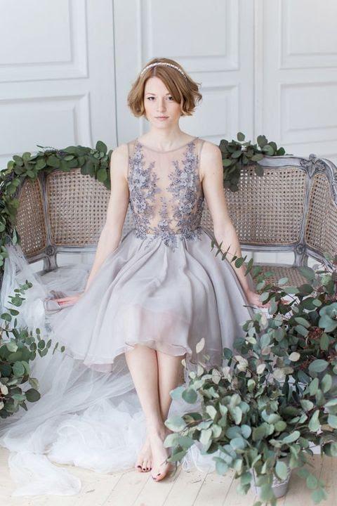 wunderschöne Lavendel-Hochzeits-Kleid mit ein ärmelloses illusion Mieder mit Spitzen Applikationen und Perlen