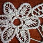 dantel anglez ile yapılmış zarif bir çiçek motifi