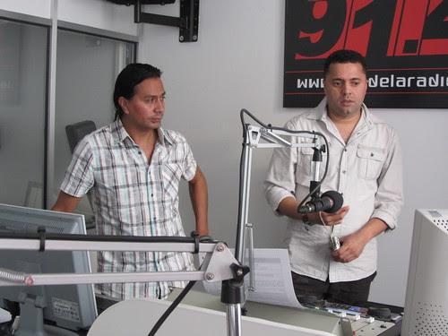 Miguel Angel Puentes, Director, y un técnico de Candela Radio
