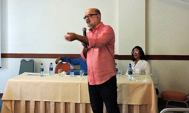 Gúbio Soares realizou a descoberta esta semana ao lado da pesquisadora Silvia Sardi / Foto: Conselho Regional de Farmácia da Bahia