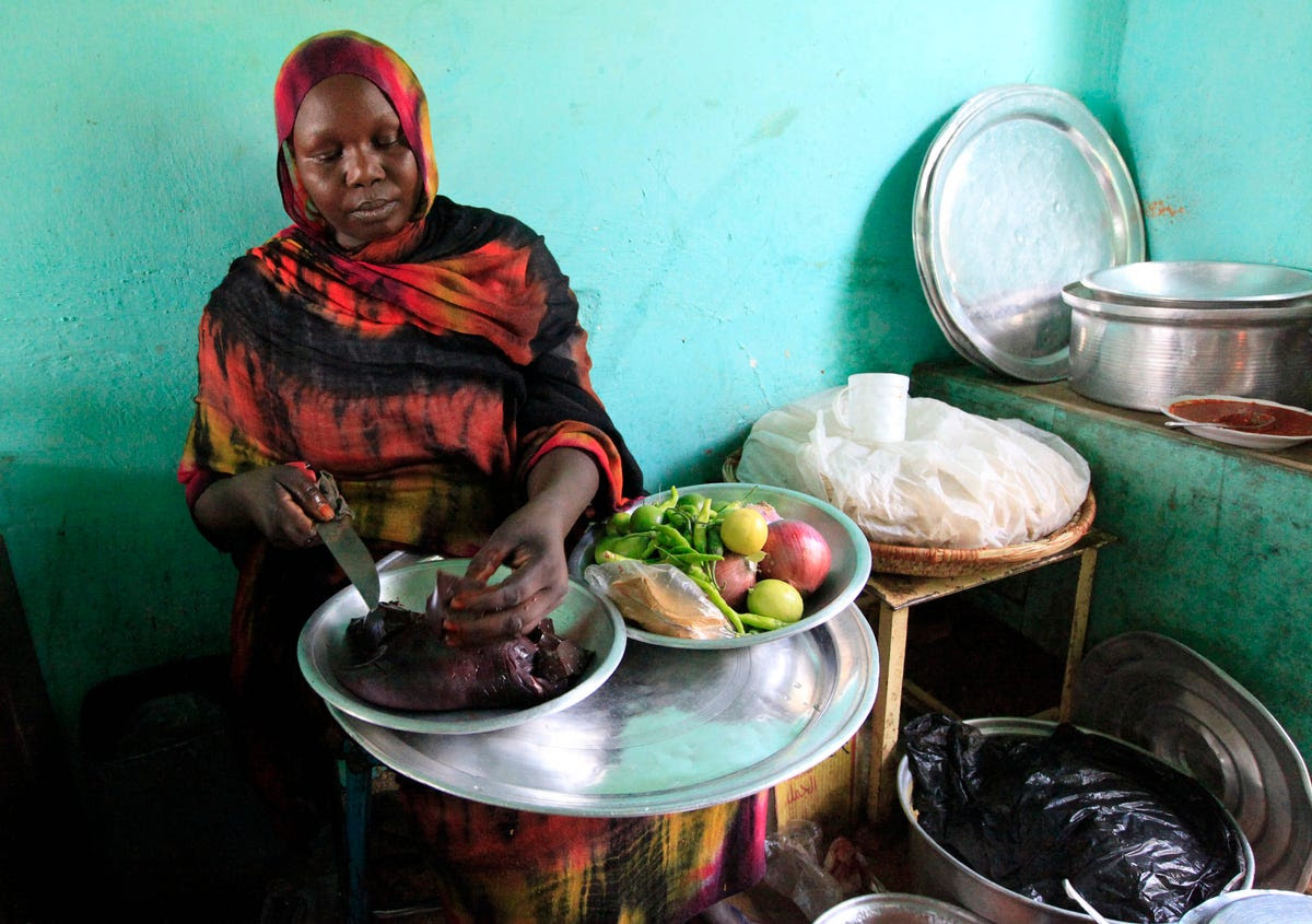 A woman in Al Jazeera, Sudan prepares a dish with camel liver. Between 1996 and 2002, Sudan was estimated to have produced between 72,000 and 81,000 tons of camel meat each year.