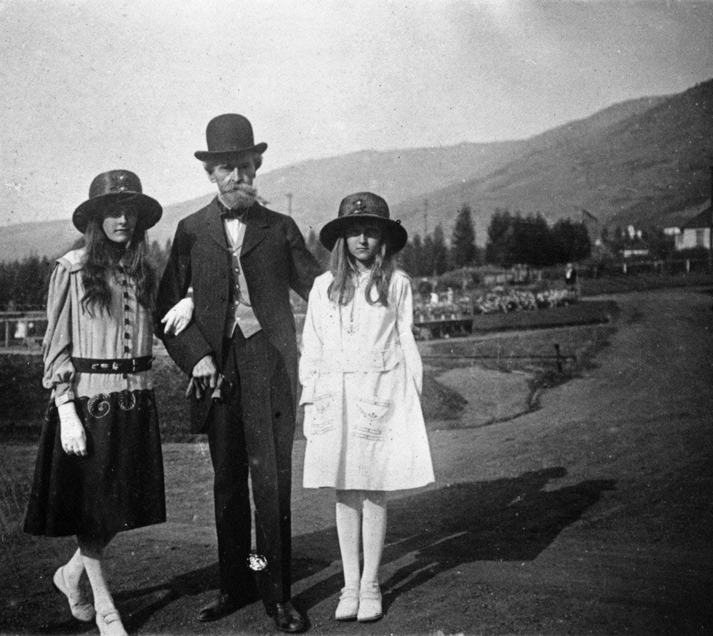 William Clark with daughters Andree, left, and Hugette, then about 11. Andree would soon die, and Huguette would never replace her in her father's affections.(Montanta Historical Society Research Center)