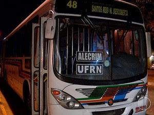 Ônibus da linha 48 foi alvo de assalto (Foto: Reprodução/Inter TV Cabugi)