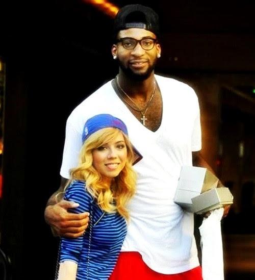 Jennette McCurdy com o ex-namorado, o jogador da NBA  Andre Drummond  (Foto: reprodução)
