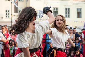 poze festivalul medieval cetati transilvane la sibiu