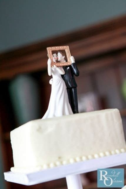 39 Really Unique Wedding Cake Toppers   Weddingomania