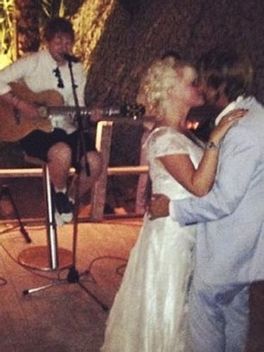 Ed Sheeran becomes a wedding singer for best friend