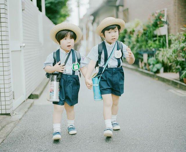 Trẻ Nhật 6-7 tuổi tự đi học là chuyện bình thường.