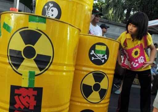 Milhares de pessoas protestaram neste domingo em Taipei, capital de Taiwan, para pedir que o governo pare a construção - praticamente terminada - de uma central nuclear. Os manifestantes temem uma catástrofe atômica. Foto: AFP/Mandy Cheng