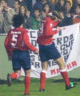 Carrizo busca a Frutos, autor del gol con el que Independiente venció 1 a 0 a Huracán