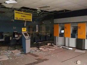 Interior da agência do BB em Riachão (MA) ficou completamente destruído (Foto: Flávio Aires)