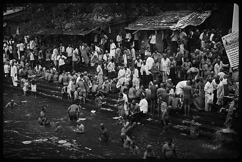 Banganga Pitru Paksha...The North Indian Bhaiyya Confluence In Mumbai by firoze shakir photographerno1