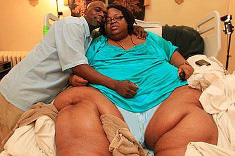 Terri Smith, junto a su esposo en el hospital. | DR