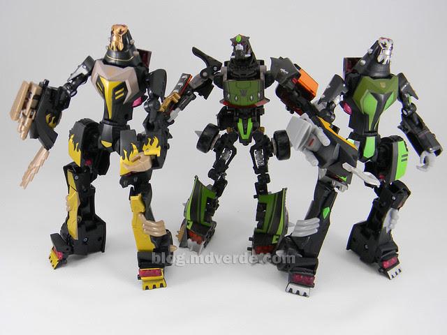 Transformers Blazing Lockdown Animated Deluxe - modo robot vs Lockdowns