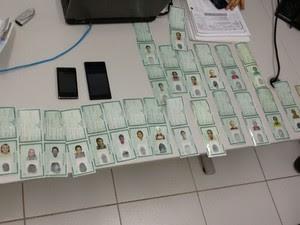 Documentos falsos usado por quadrilha (Foto: Chibunga/SSP)