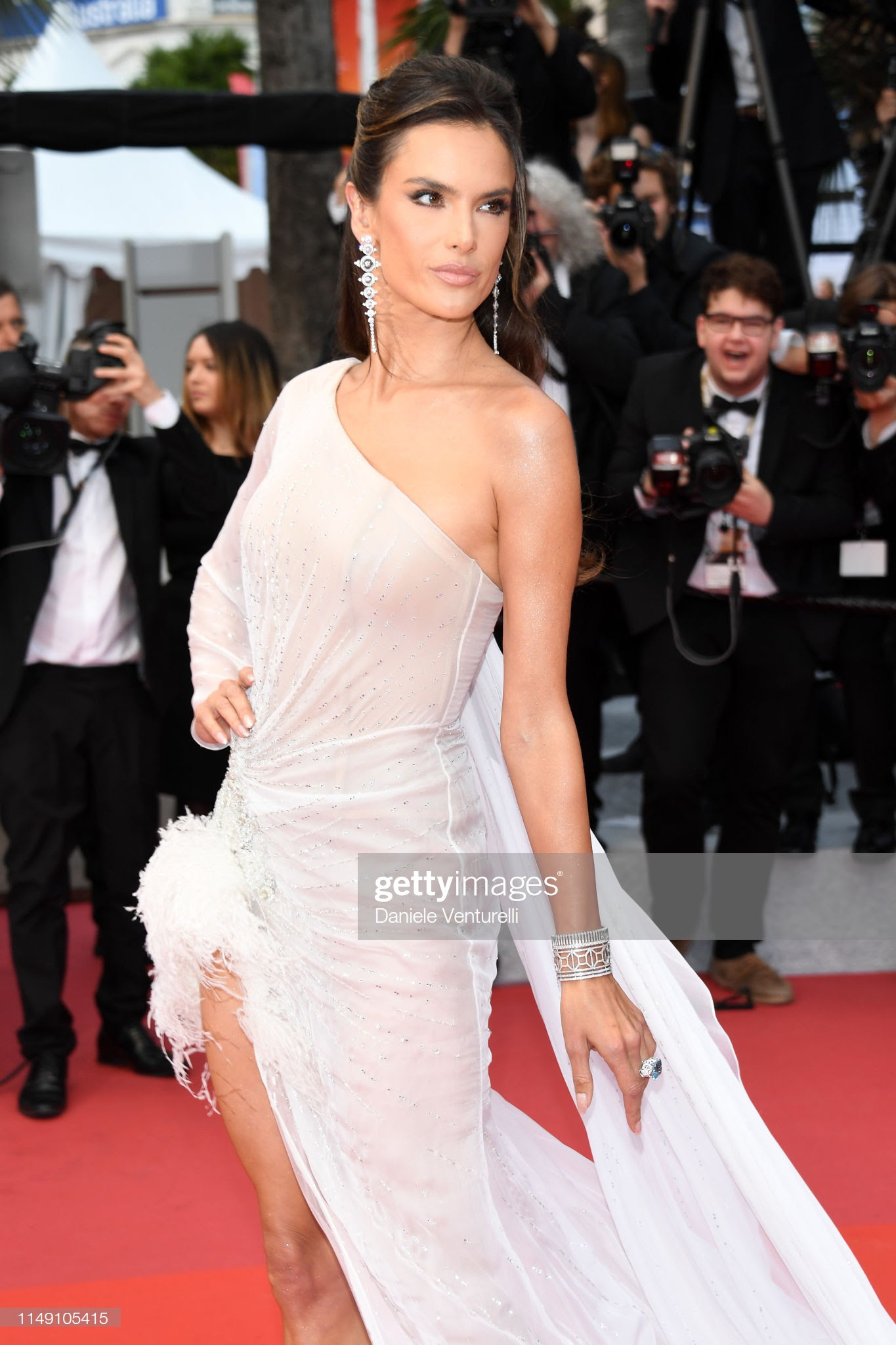 """loat my nhan sieu vong 1 lam """"nao loan"""" tham do cannes 2019 hinh anh 4"""