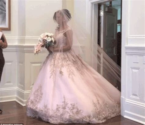 Omarosa's wedding dress (photos)