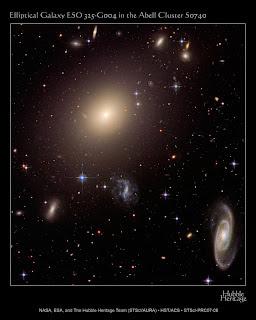 Hubble muestra un cúmulo de galaxias