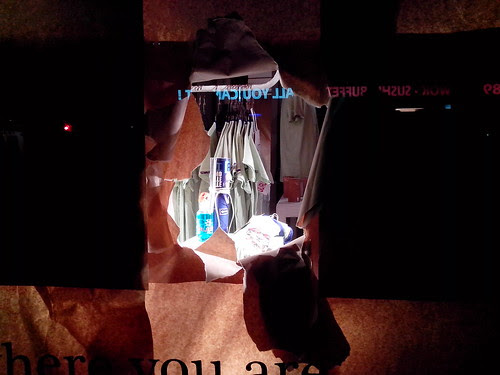 La vetrina curiosa di Porta Ticinese by Ylbert Durishti