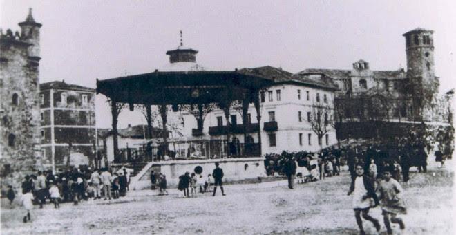 Foto antigua de la Plaza del Kasko de Sestao.