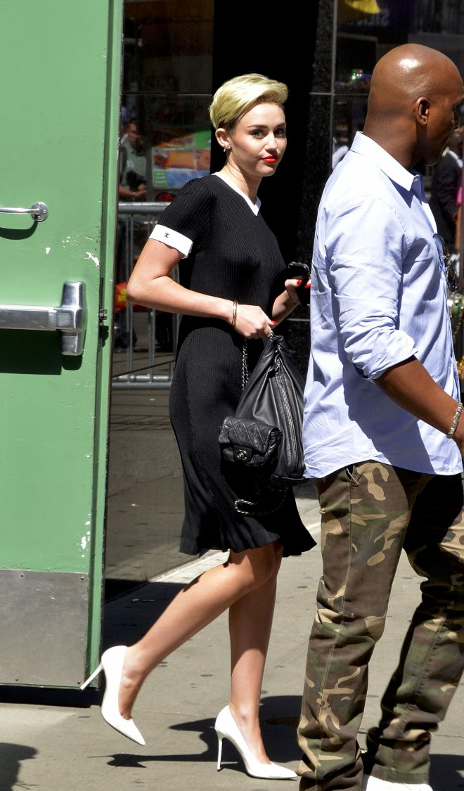 Miley-Cyrus-Braless-See-Through-Candids-in-New-York-Pictures-Photo-9