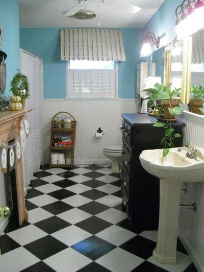 Black and White tile bathroom floor / bath ideas - Juxtapost