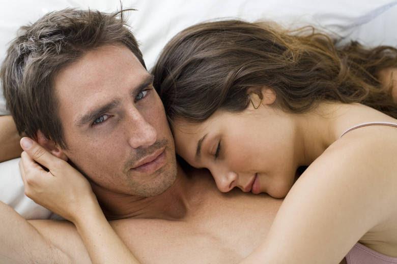 Após a relação sexual, a limpeza deve ser realizada normalmente com água e sabonete