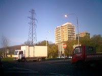 Pylon in middle of Broadway roundabout