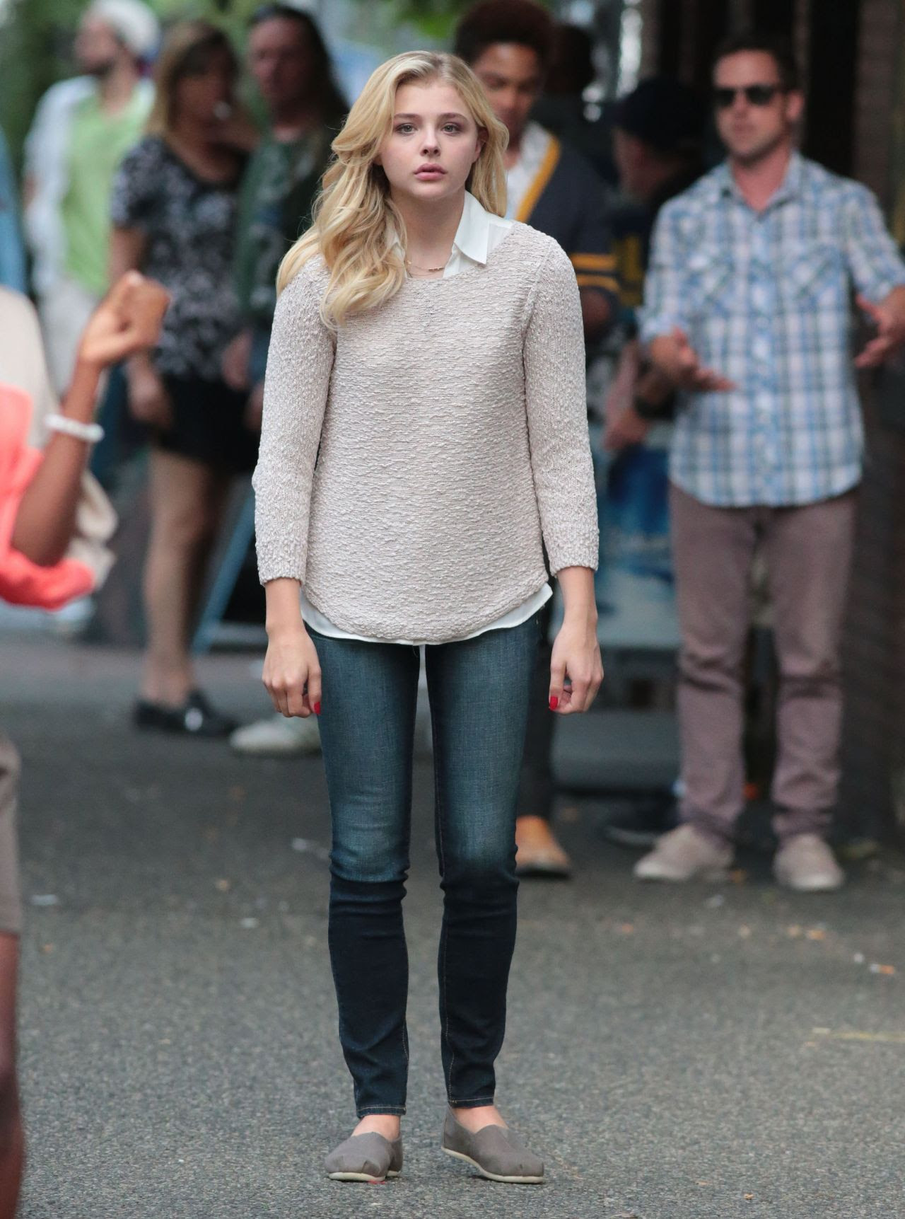 http://celebmafia.com/wp-content/uploads/2015/07/chloe-moretz-set-of-brain-on-fire-in-vancouver-july-2015_5.jpg