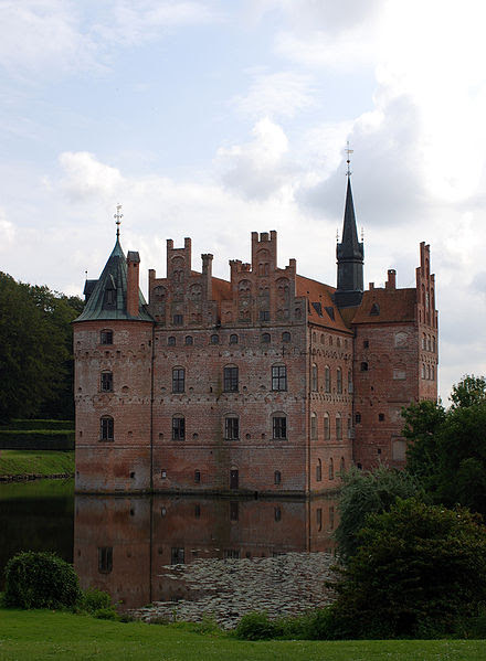 File:View on Egeskov Castle from english garden.JPG