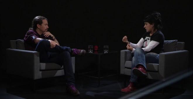 Anna Gabriel, diputada en el Parlament de Catalunya por la CUP, durante su entrevista con Pablo Iglesias en 'Otra Vuelta de Tuerka'.