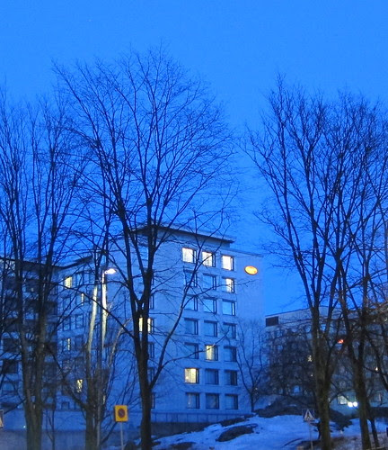 Sininen ilta kaupungissa by Anna Amnell